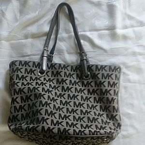 Michael Kors pocketbook handbag tan black.